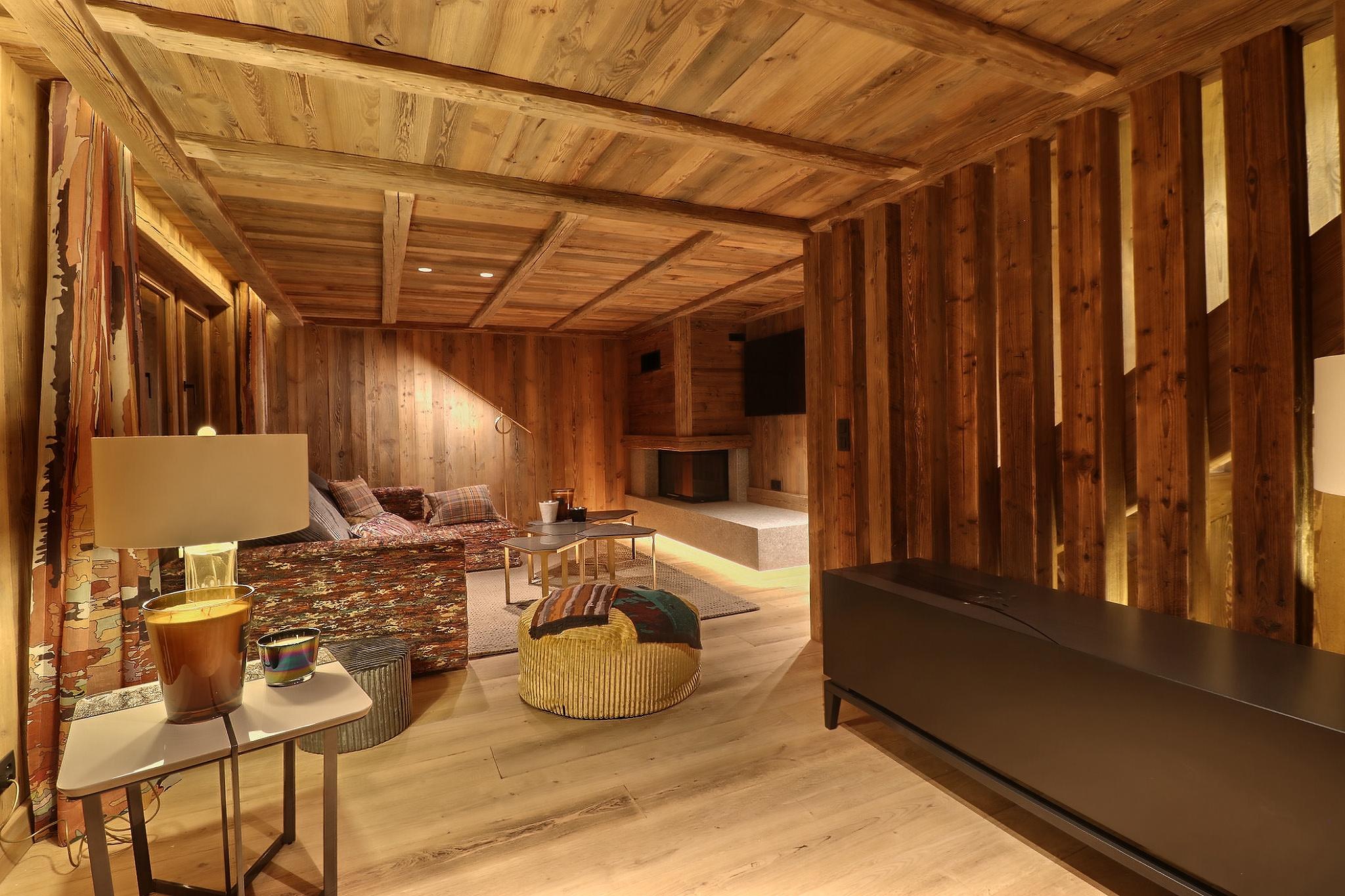 Salon vieux bois plateau de La Croix